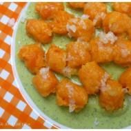 gnocchi di carote su crema di piselli freschi per il Food Revolution Day Milano
