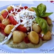 Gnocchi di patate con crema di melanzane, pomodorini e ricotta salata