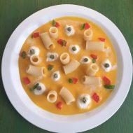 Mezzi Rigatoni su crema di zucca con nuvole di mozzarella di bufala campana , capperi essiccati e pomodorini