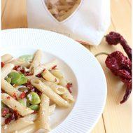 Pennette con fave, salame lucano e peperone crusco