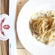 Chitarrine con crema all'aglio, pesce spada e pistacchi di Bronte