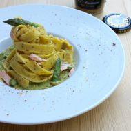 Tagliatelle alla senape con asparagi e salmone