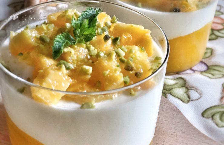 Panna cotta con mango profumata alla menta e lime